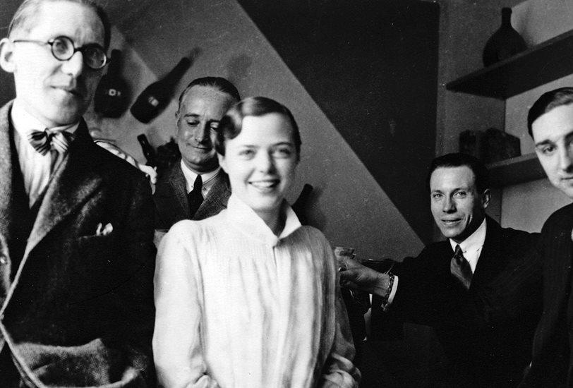 Charlotte Perriand junto a otros arquitectos